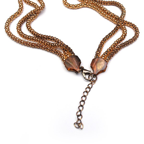 Ожерелье с плоским узлом